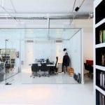 Iluminación oficina con cardan empotrados y en superficie