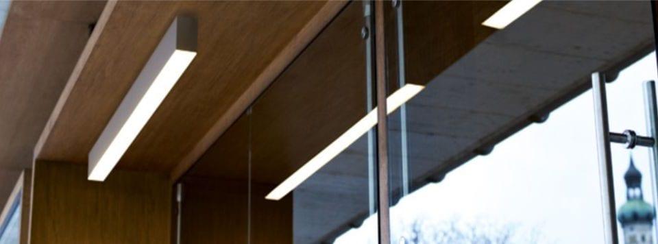luminaria lineal superficie rus para diseños arquitectónicos y iluminación de oficinas