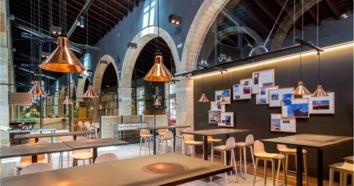 Iluminación a medida con luminarias custom en restaurantes