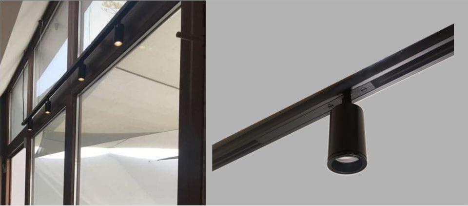Foco en Carril 48V RM2 integrado para la iluminación de una pintura, un objeto específico o una mesa en el restaurante.