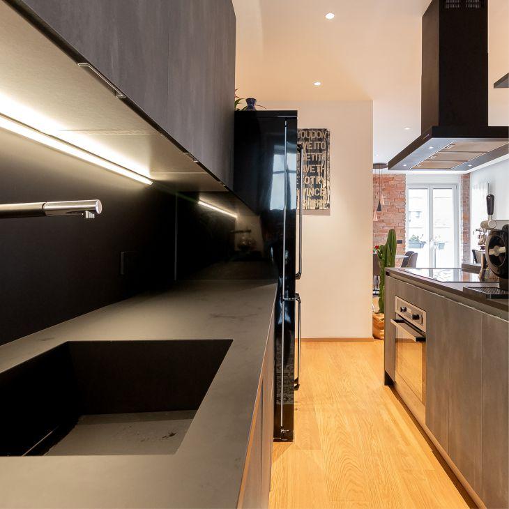 iluminación bajo mueble en cocina
