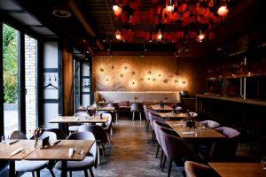 iluminar un restaurante moderno